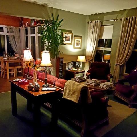 Ballinsheen House Lisdoonvarna B&B lounge with books